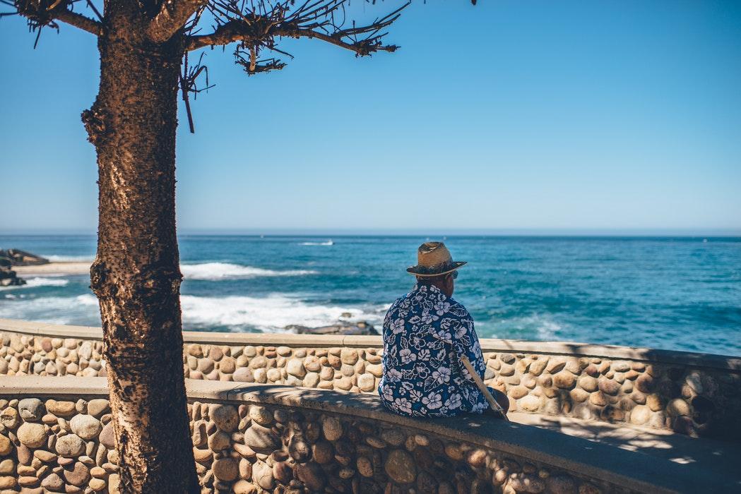 éviter et prévenir les chutes à domicile chez le senior et la personne âgée