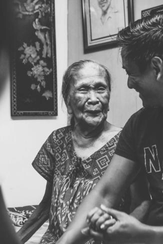 stimuler les personnes âgées pour un maintien à domicile heureux